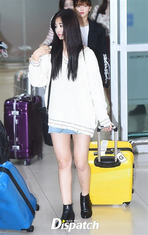 TWICE's Tzuyu displays her simple maknae style in recent