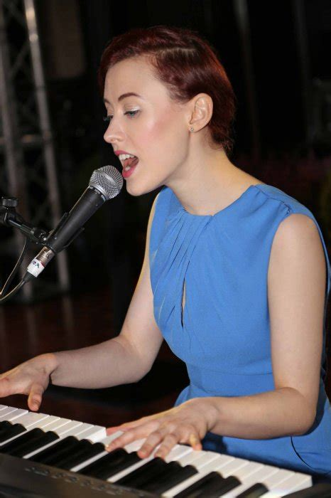 Hannah Sings - Piano Vocalist For Hire In Leeds and The