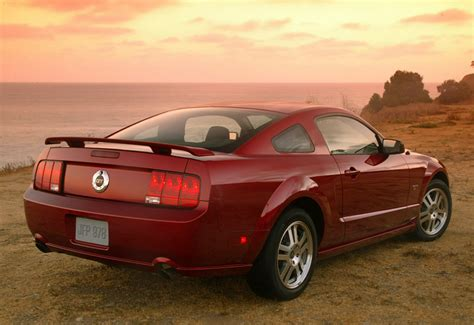 2005 Ford Mustang GT - specs, photo, price, rating