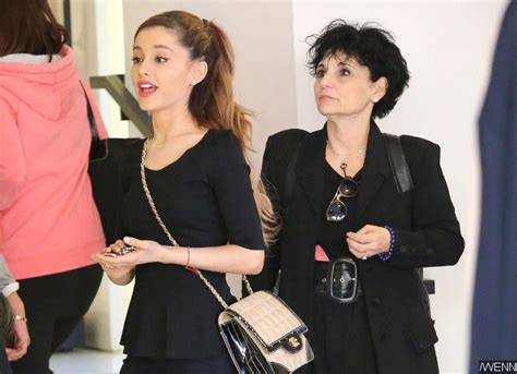 Ariana Grande's Mom Rushed Fans to Safety After Explosion